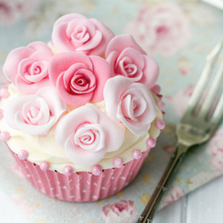 wedding_cupcakes_full_of_roses_01