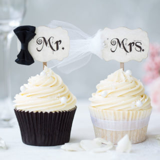 wedding_cupcakes_mr_mrs_cupcake_set_01