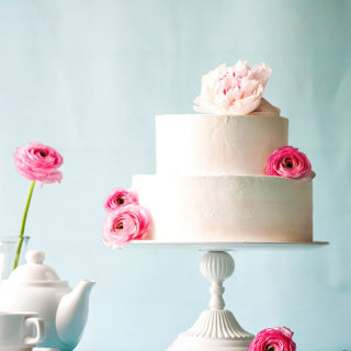 weddingcakes_creamy_flowers_big_01