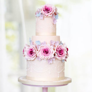 weddingcakes_fine_romantic_roses_cake_big_01